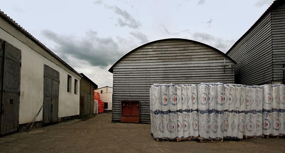 Более 1500 м² складских помещений  6 000 м² складских помещений по Казахстану