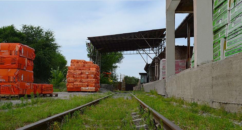 Собственный железнодорожный тупик  В черте города Алматы